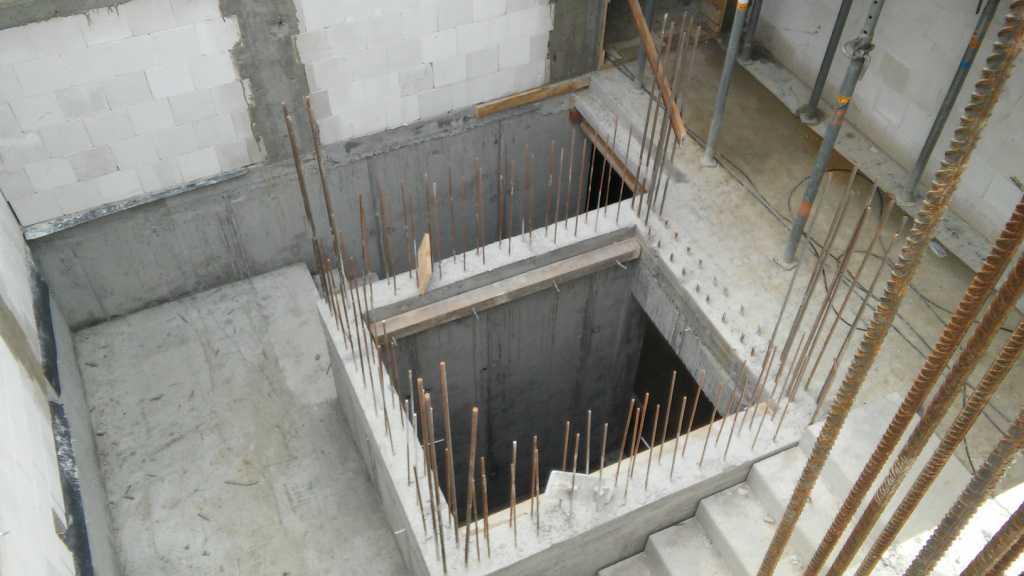 szyb windowy oraz klatka schodowa