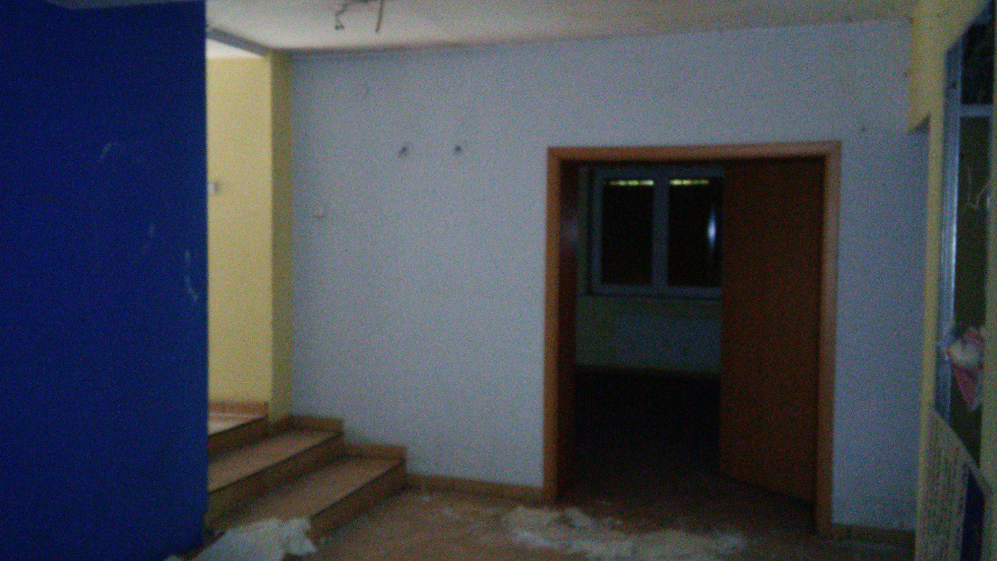 wewnątrz budynku